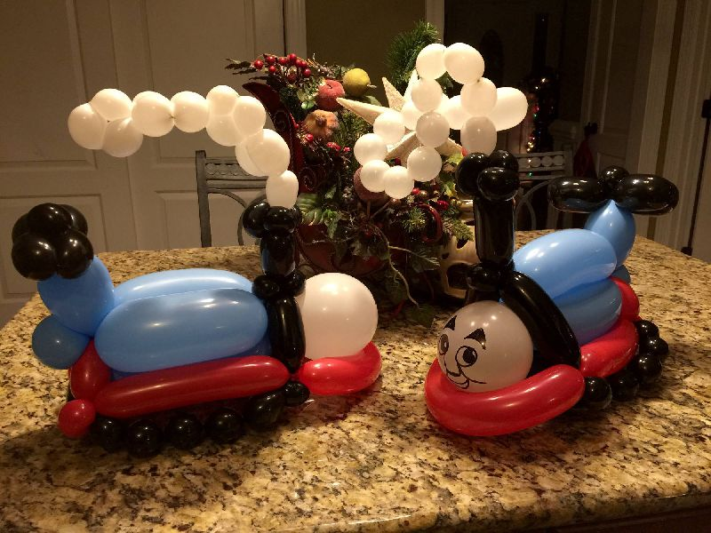 Famous kid train party balloon decoration